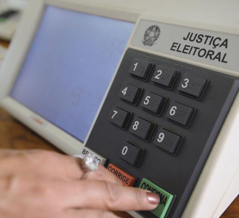 Em ano atípico, Justiça Eleitoral muda calendário das eleições e amplia tempo de votação - Publico A